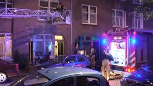 Woning Bestevaerstraat verwoest na brand, zes huizen ontruimd