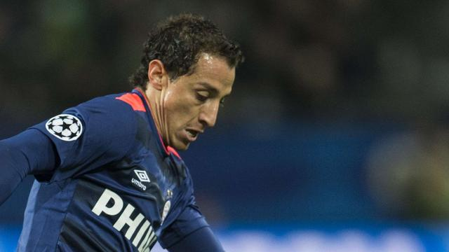 Schot Guardado gaat over doel