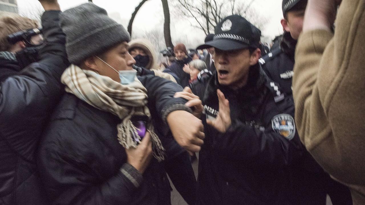 Rellen bij rechtszaak Chinese activist