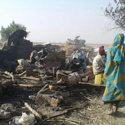 Nigeria bombardeert per ongeluk opvangkamp, tientallen doden
