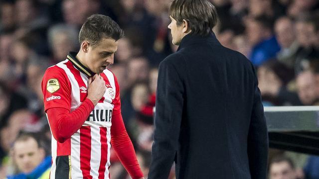 Boze PSV-verdediger Arias slaat ruit kapot na rode kaart