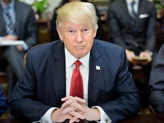 President richt zijn pijlen op regels die na financiële crisis zijn ingevoerd
