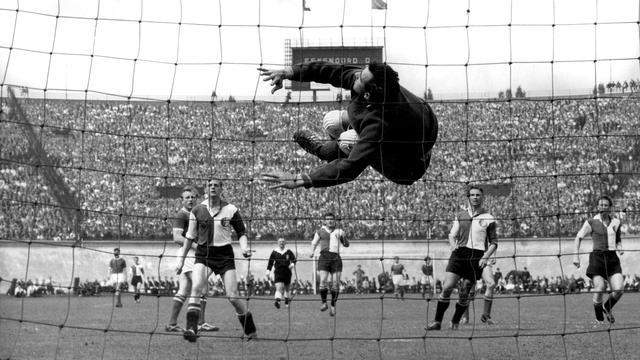 Feyenoord en Ajax strijden na 44 jaar weer op laatste speeldag om titel