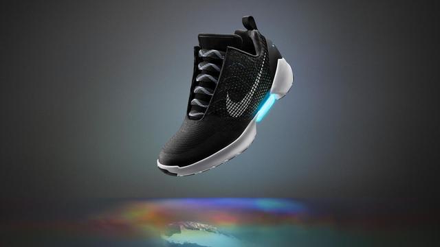 Zelfstrikkende schoen van Nike komt eind november uit in VS