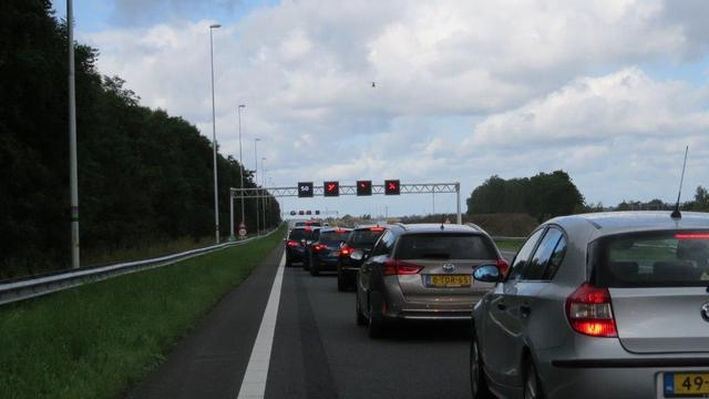 Lange vertragingen door dodelijk ongeluk op A12