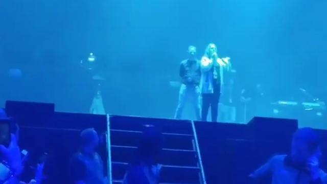 Publiek gaat tekeer, Drake verschijnt weer niet op het podium
