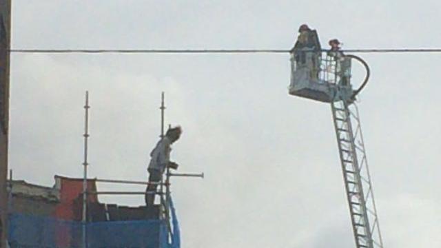 Verwarde man op steiger bij brand in Amsterdam