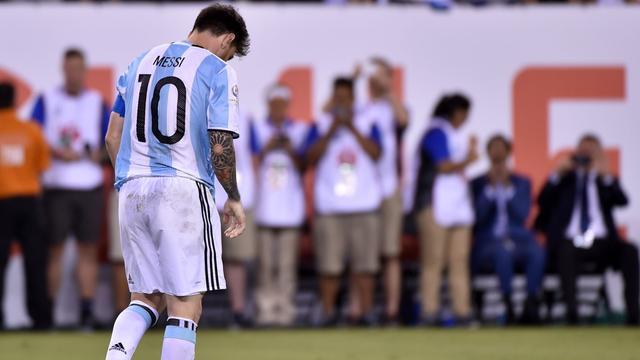 Maradona wil Messi op andere gedachten brengen