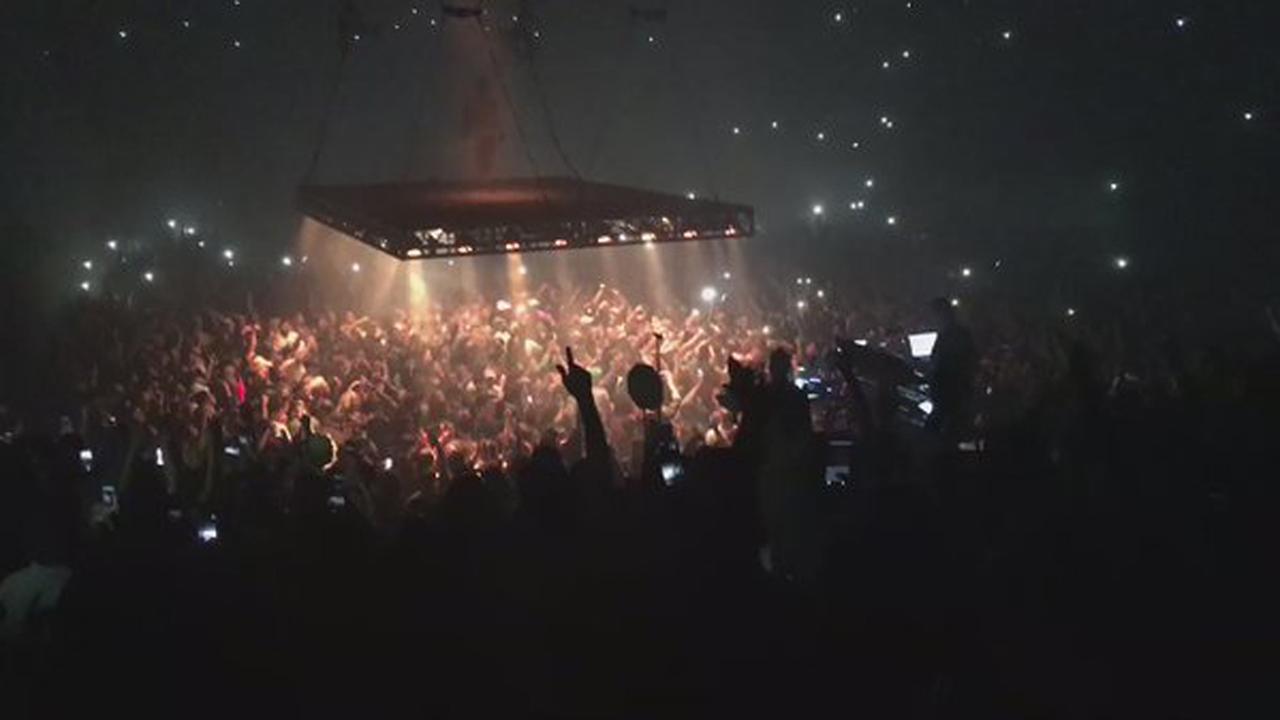 Kevin Durant in moshpit bij concert Kanye West