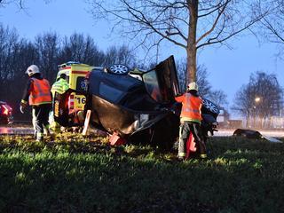 Bij de aanrijding op de Oostkanaalweg raakten twee personen gewond