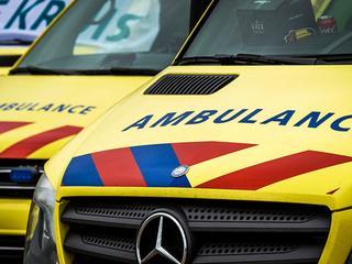 De twee gewonden zijn met een ambulance naar het ziekenhuis gebracht