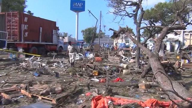 Politie doorzoekt puin na dodelijke aanslag Somalië