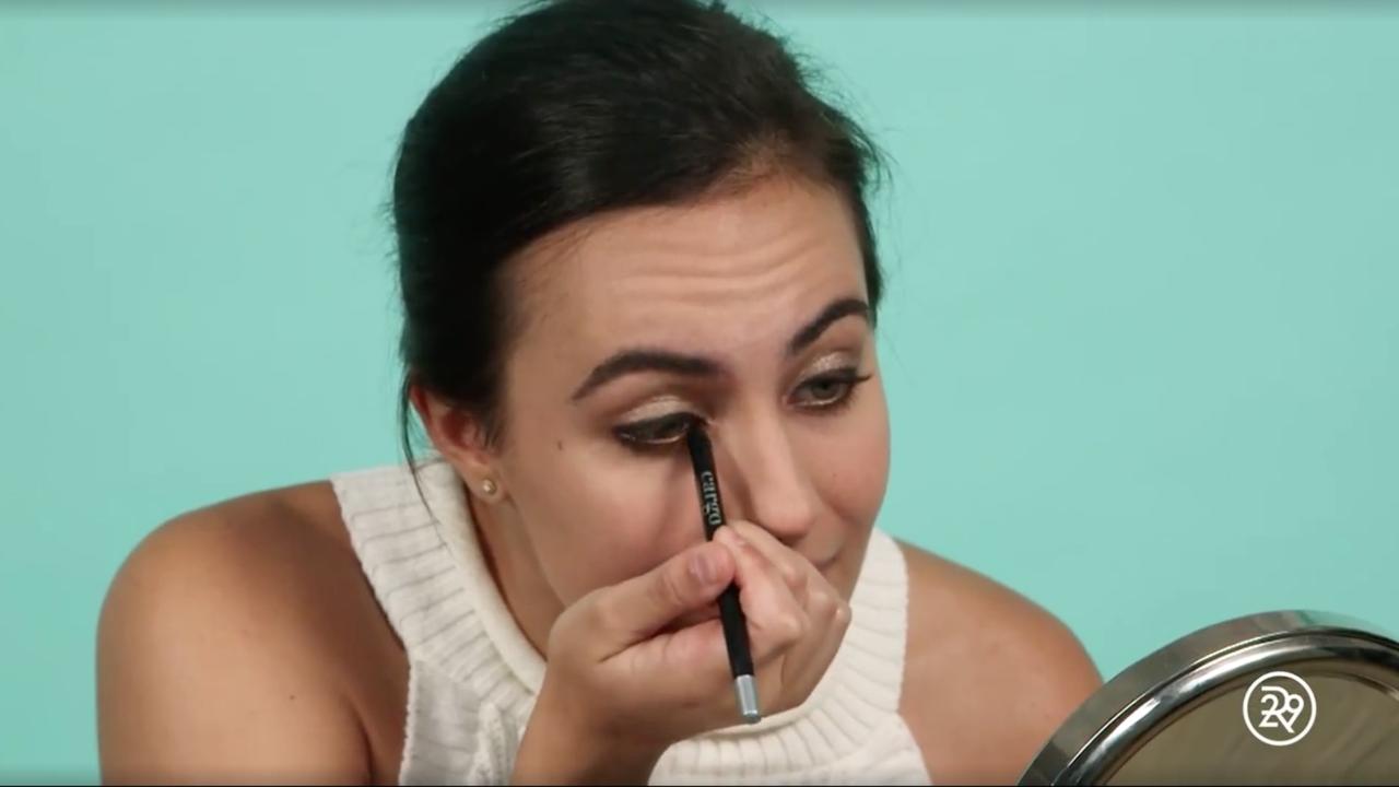 Verslaggeefster maakt zich op met make-up routine van Kim Kardashian