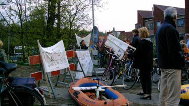 Brug naar Oegstgeester wijk Poelgeest zes ton duurder