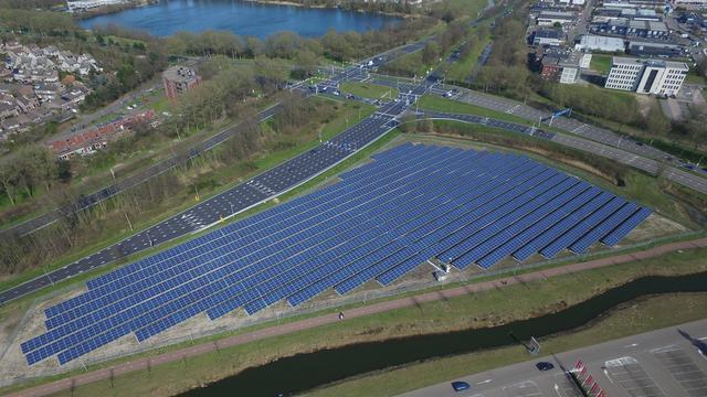 Groot publiek zonnepanelenveld geopend in Breda