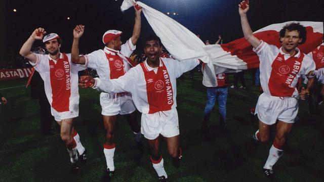 Het Ajax van 1992: 'Een groot feest bij Bergkamp voor de deur'