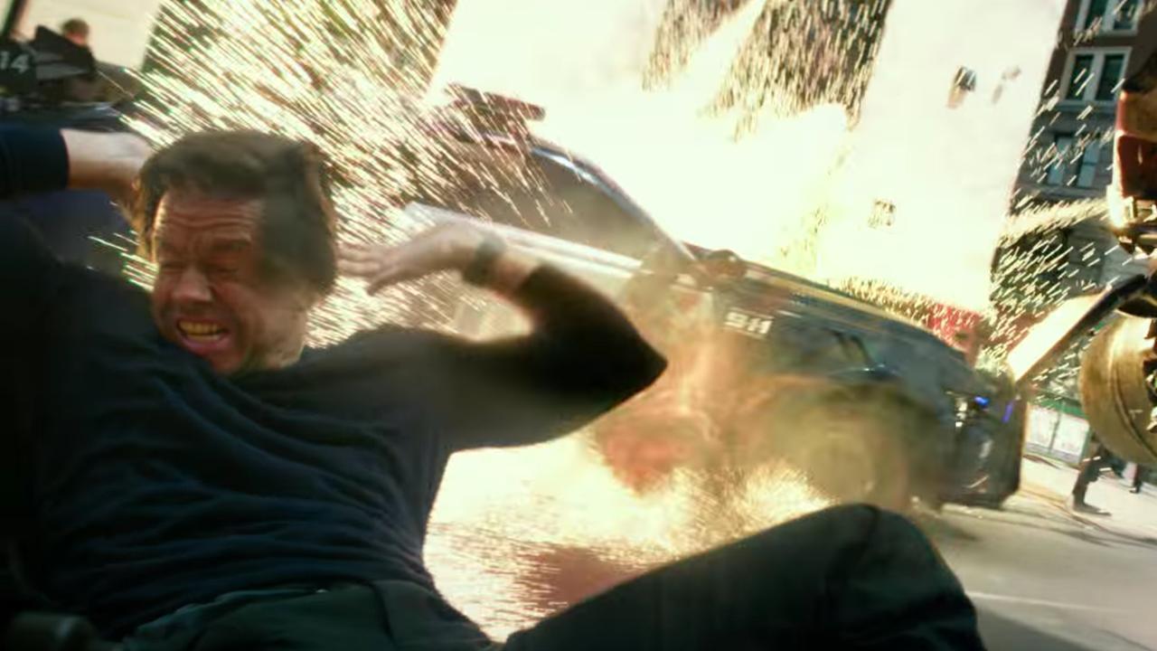 Mark Wahlberg ontsnapt aan explosie in nieuwe teaser Transformers: The Last Knight