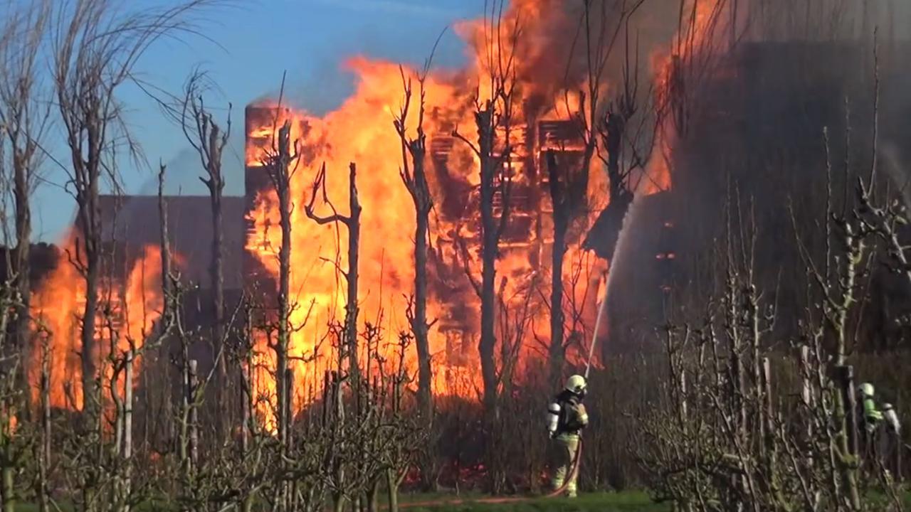 Veel rookontwikkeling bij grote brand in Kapelle