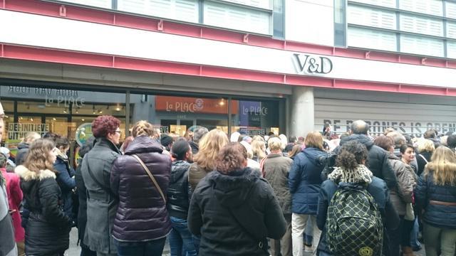 Koopjesjagers bij V&D Breda