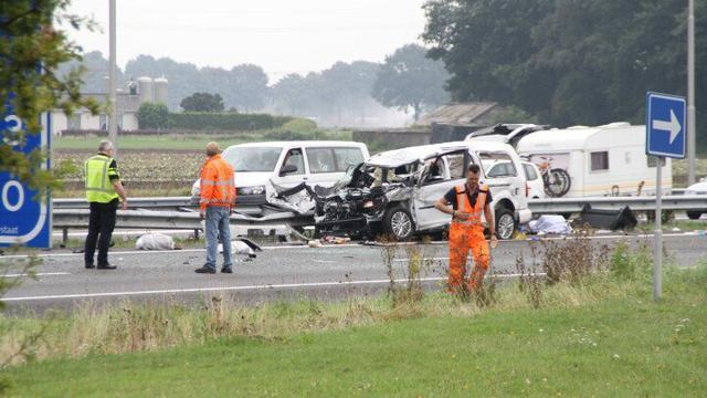 A73 bij Venray twee uur dicht na ernstig ongeluk
