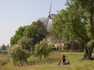 Voetpad op groen parel Middelburg in zeer slechte staat