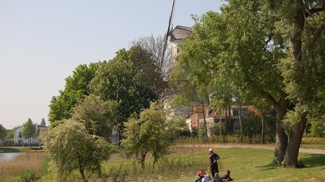 Middelburg laat voetpad op Bolwerk herstellen