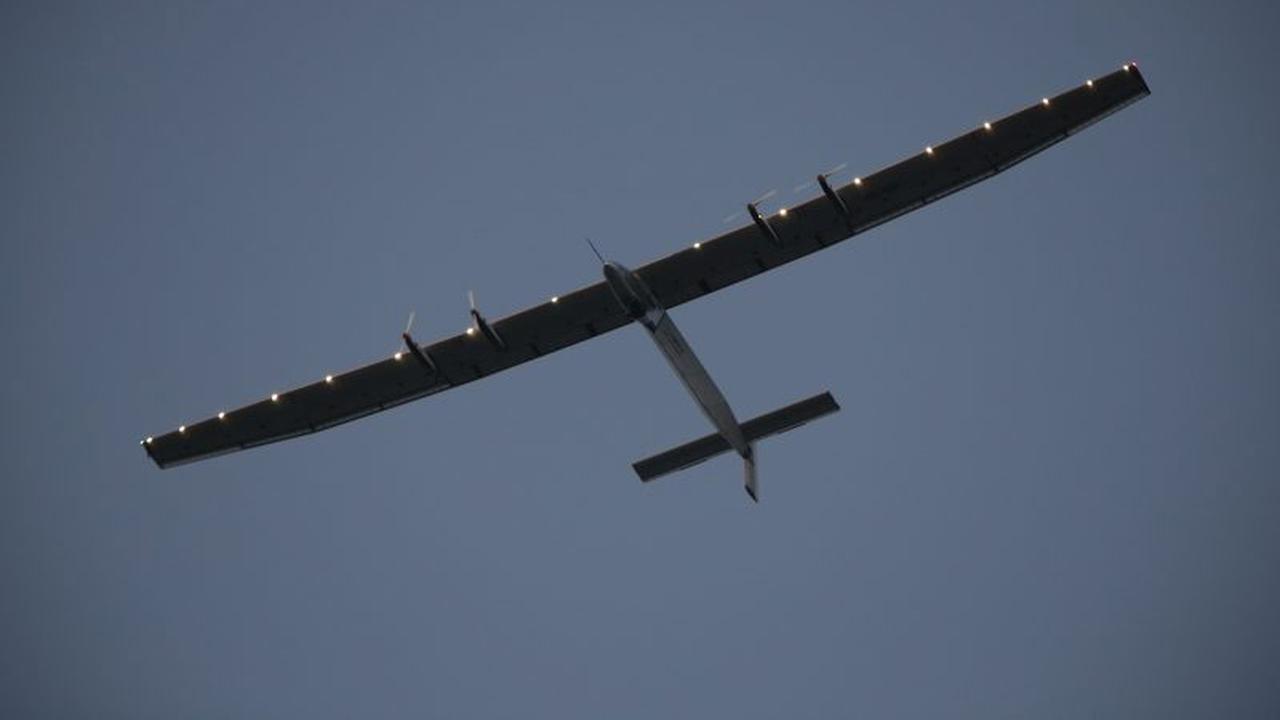 Zonnevliegtuig Solar Impulse landt in Egypte