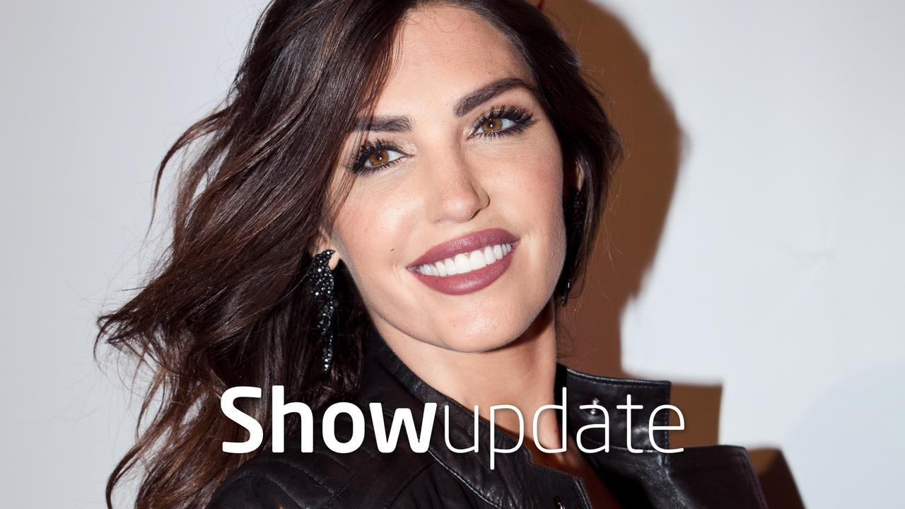 Show Update: Yolanthe nakend in tuin