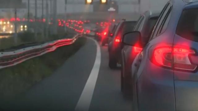 Deel A16 richting Breda aantal uur afgesloten door ongeluk