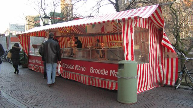 Kraam Broodje Mario tijdelijk weg op Oudegracht