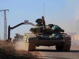 Ondertussen melden tienduizenden Syriërs zich bij Turkse grens