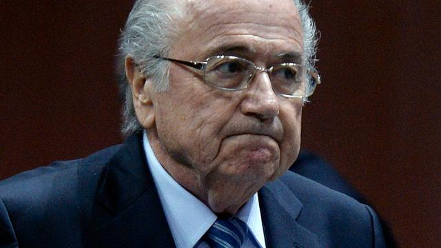Inval bij Franse voetbalbond wegens onderzoek naar Blatter