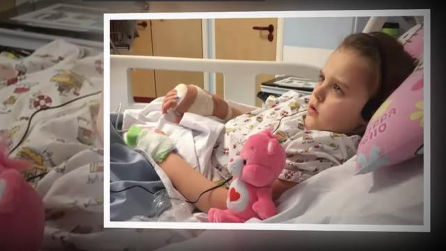 8-jarig meisje heeft gat in haar hand na beet giftige spin