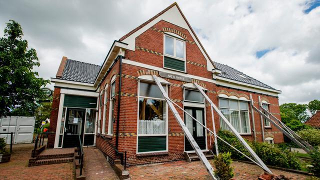 Lawaaiprotest tegen gaswinning in Groningen bij provinciehuis