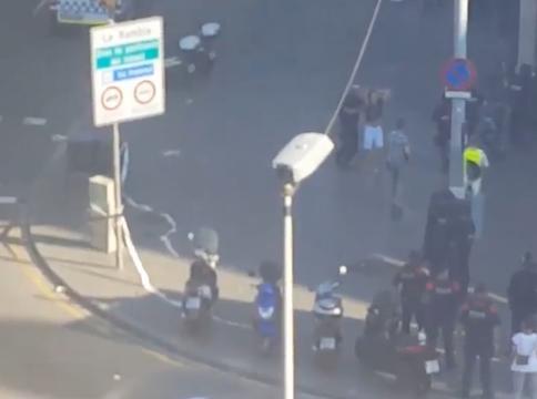 Gewapende mannen in bar Barcelona laten gegijzelden vrij