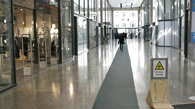 Nieuwe vloer winkelcentrum Barones glad of niet glad