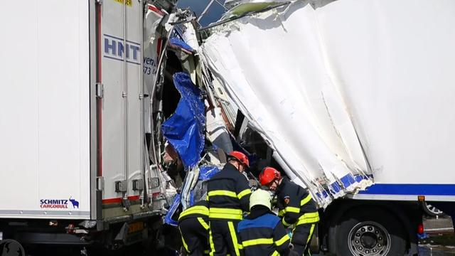 Dode en gewonde bij ongeluk op A58 richting Bergen op Zoom