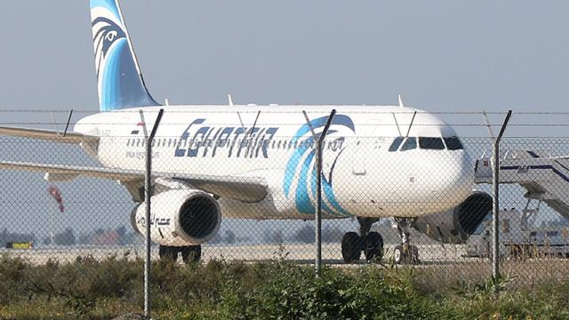 Nederlandse passagier EgyptAir spreekt van rust in toestel tijdens kaping