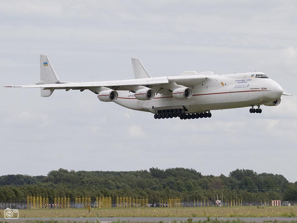 Grootste vliegtuig ter wereld landt op schiphol foto 63480 de laatste nieuwsfoto 39 s - Vloerlamp van de wereld ...