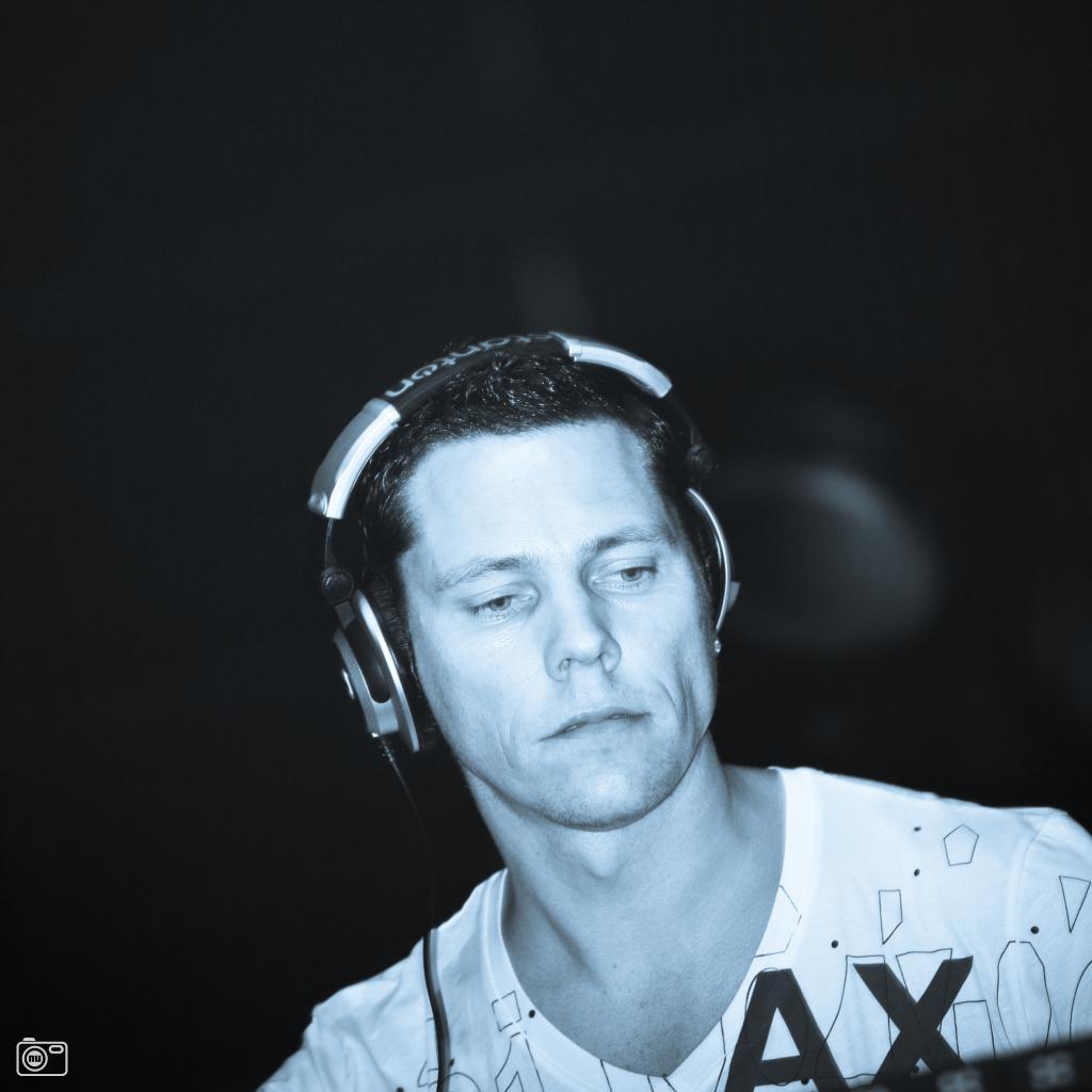 DJ Tiësto* Tiësto·featuring Maxi Jazz - Dance4Life