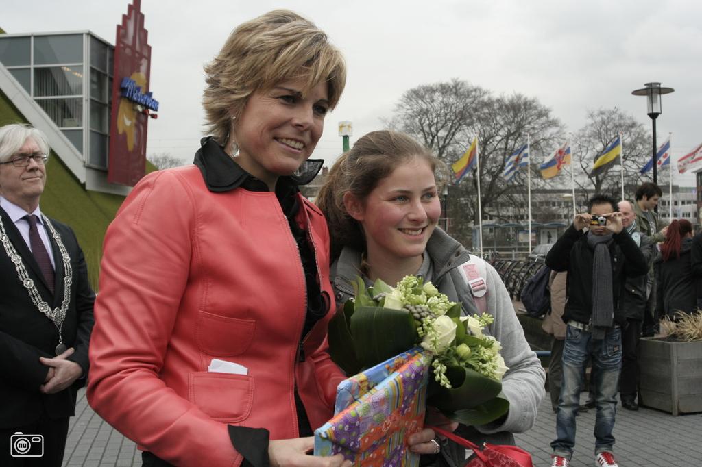 Prinses laurentien neemt de wereld van sesamstraat in ontvangst foto 133220 de - Tv josephine huis van de wereld ...
