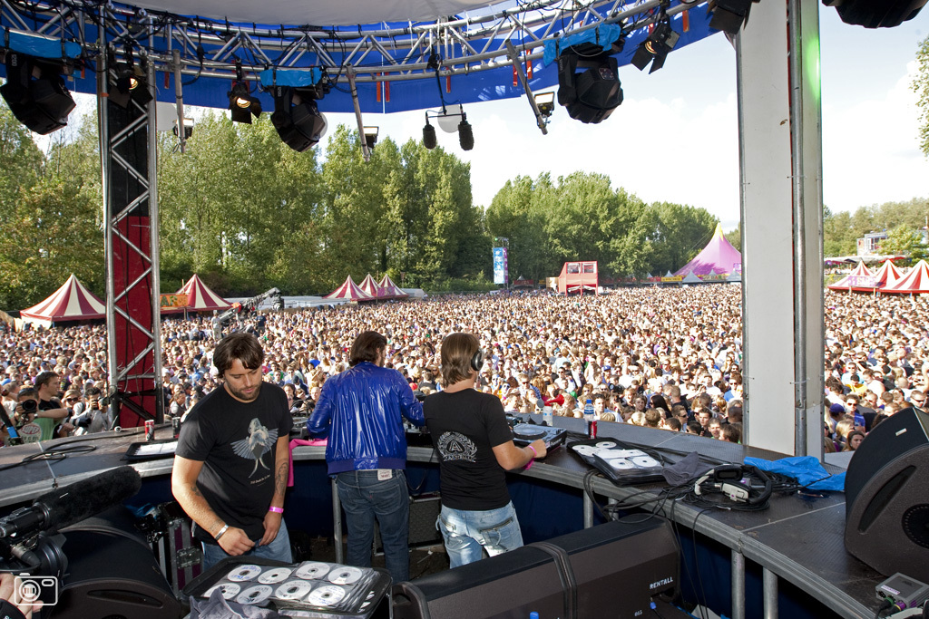 m1dz1e2arbly Live Set: Swedish House Mafia @ Carlisle, BBC Radio 1 Big Weekend – 14.05.2011