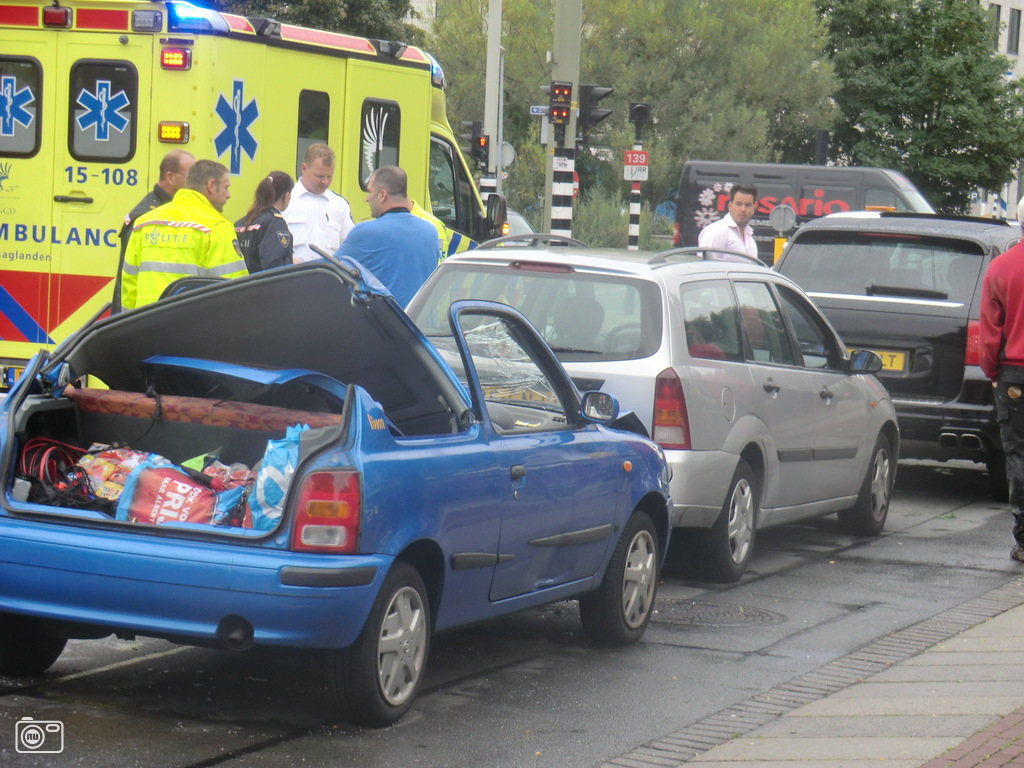 Drie auto 39 s betrokken bij aanrijding den haag foto 229361 for Auto interieur den haag