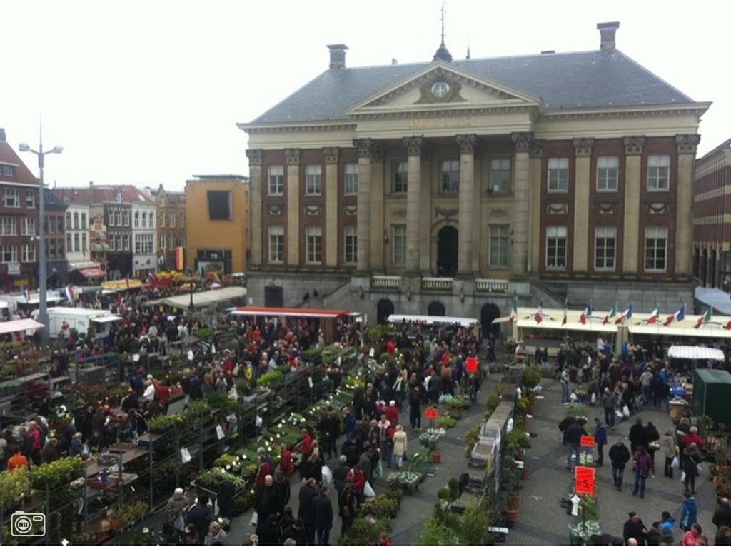 Goede Keukens Groningen : Bloemetjes markt Groningen 2012 goede vrijdag foto 276495