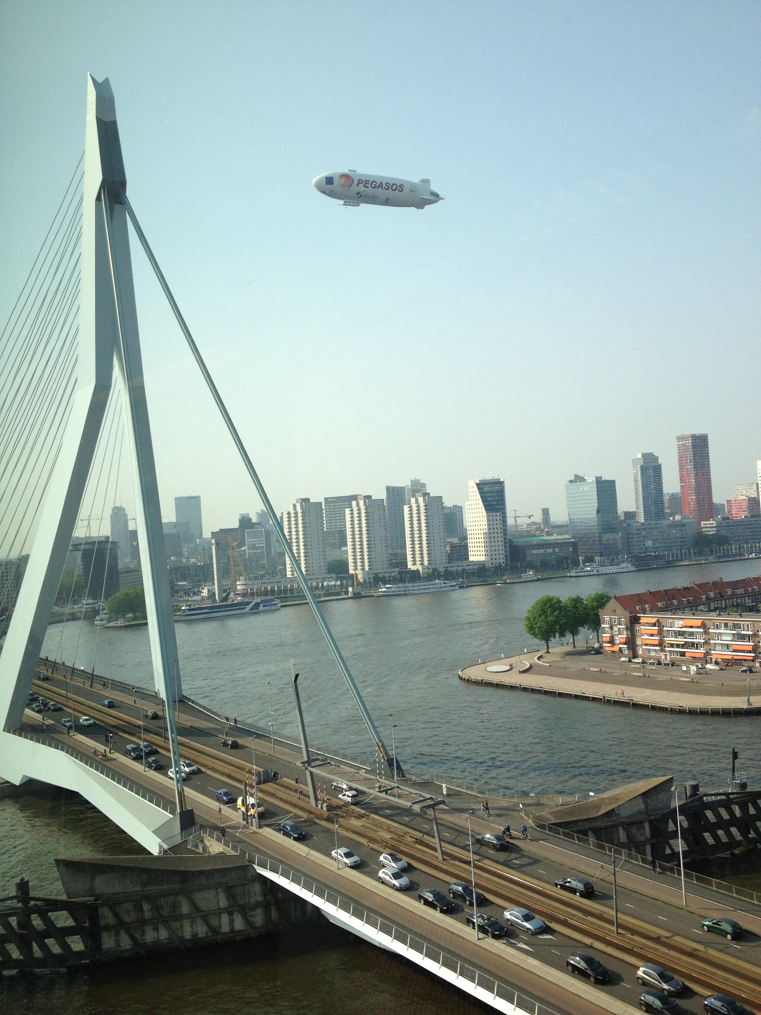 Zappelin boven Rotterdam