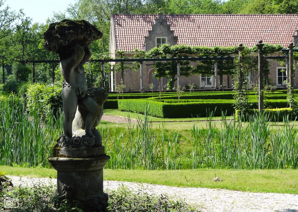 Beelden bij kasteel Bouvigne in Breda foto 286687   nufoto nl   De laatste nieuwsfoto u0026#39;s zie je