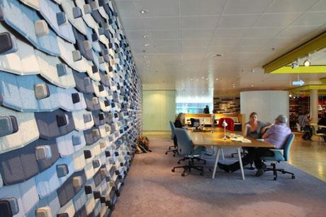 3 bij-elkaar-komen-bij-gezamenlijke-werkplekken-amsterdam-microsoft-greatplacetowork