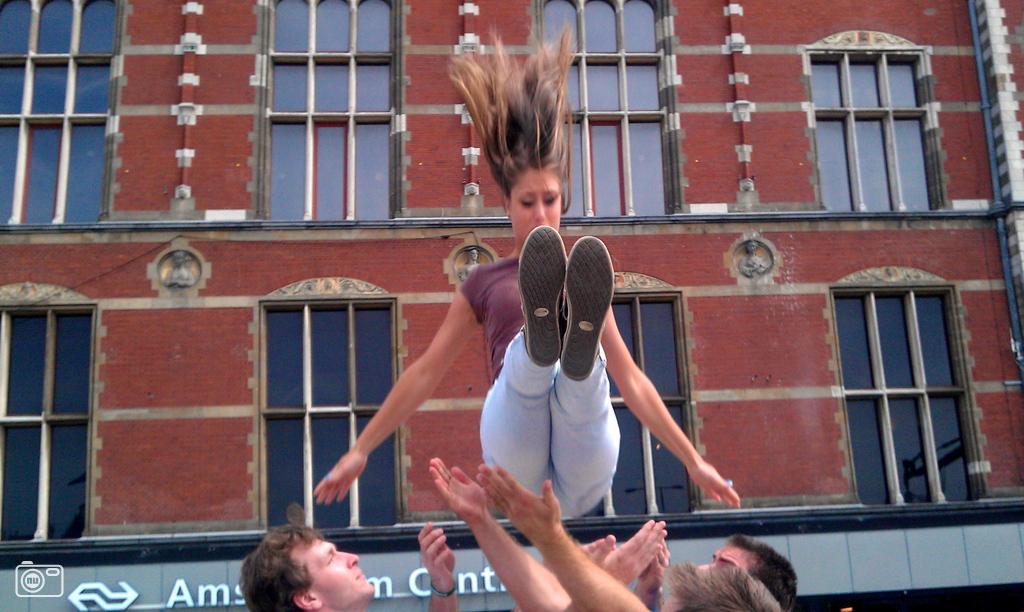 Demonstratie acrobatiek in amsterdam foto 293168 nufoto for Demonstratie amsterdam