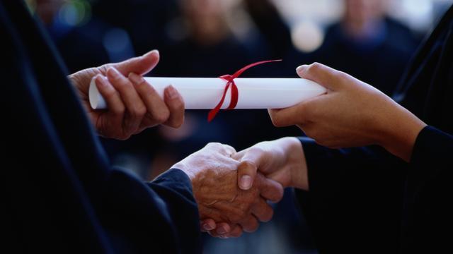 Studenten naar de rechter voor diploma