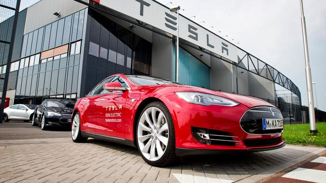 Tesla wil Android- en iOS- apps 'projecteren' op dashboarddisplay